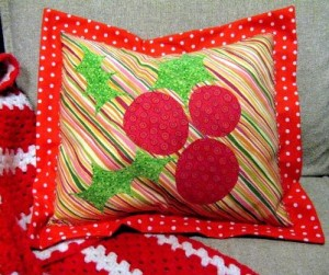 01-holly-jolly-pillow-401x336