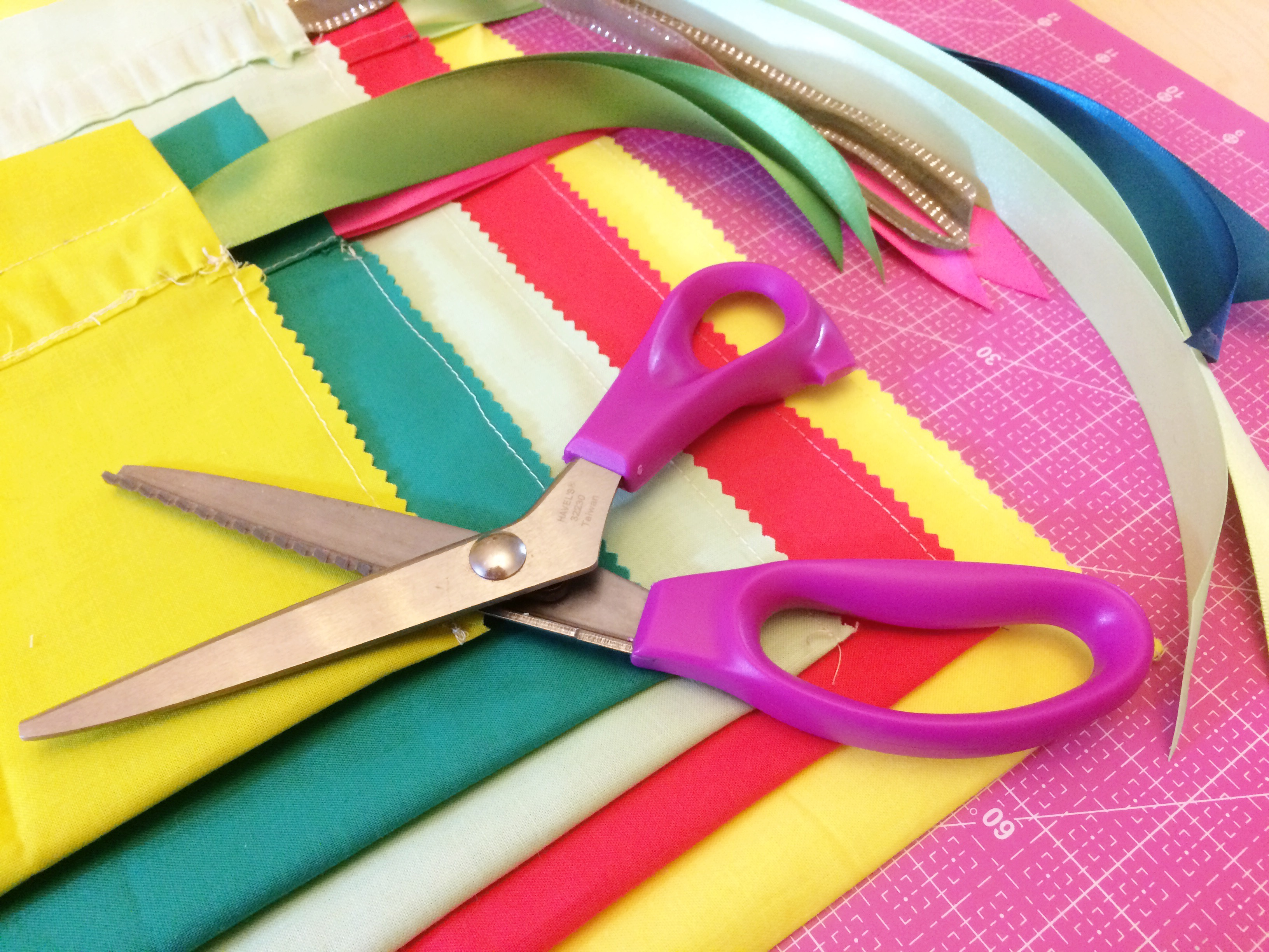 pinking-shears-holiday-crafting-laura-hartrich